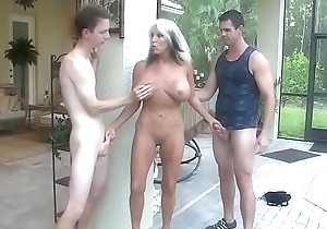 Youthful fellows make full-grown MILF DP enjoyment from them anal  Sally D'_angelo