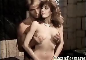 Sexy lassie fucks abiding in retro porn