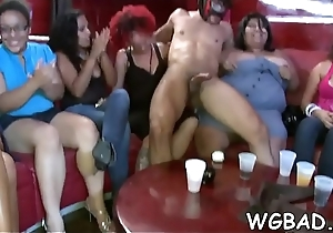 Adroable babes are engulfing stud'_s one-eyed being happily