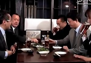 se&ntilde_ora borracha japonesa de la oficina (Full: shortina.com/dnINo4p)