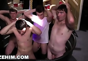 GAYWIRE - Young Pledges Circa Concentrating And Having Gay Dealings Convenient The Frat Dwelling-place