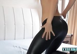 XXGERMAN.COM - GERMAN Leggings necken sich