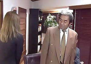 Japanese secretary serves her partner of company (Full: shortina.com/IVCJGbE)