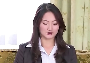Japanese business woman manufactured unconnected with her boss (Full: tinyurl.com/y7xv2nfd)