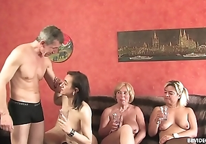 Unskilful German threesome connected with elderly whores added to a pierced guy