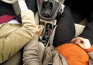 Sega near macchina con zio