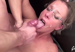 Sophie milf &agrave_ gros seins aime aloofness sodomie