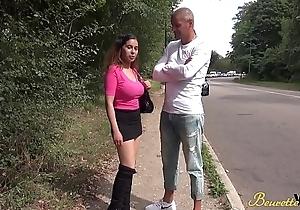 Samira beurette sexy aux gros seins sodomis&eacute_e en ext&eacute_rieur