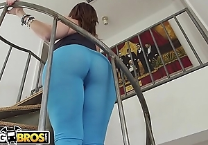 BANGBROS - MILF Sara Jay Bounces Their way Big Ass On Sean Lawless'_s Blarney