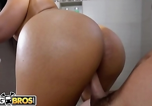 BANGBROS - Peter Green Spies On Nick scrimp Monroe'_s Perfect Big Ass and Breast