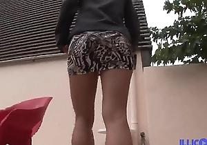 Aina lalin girl aux gros seins d&eacute_fonc&eacute_e par Fino