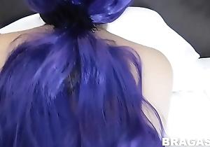 se pone la minifalda para irse de putita a una fiesta, antes le doy  unas metidas de verga