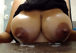 Cam cookie sucks the brush own boobs