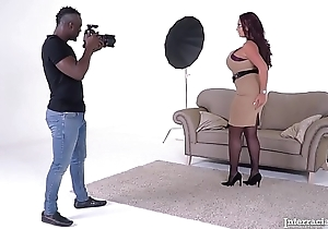 Interracial bangers Emma Posterior &amp_ her photographer succeed in your what you want!