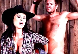Medial Sheriff Jasmine Jae spanks &amp_ interrogates defenseless prisoner