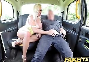 Fake Hansom cab Fat boobs blonde Michelle Thorne greedily sucks increased by fucks