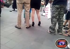 Diosa piernas lindas en tacones
