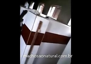 Flagrou o amigo pelado tomando banho - machosaonatural.com.br