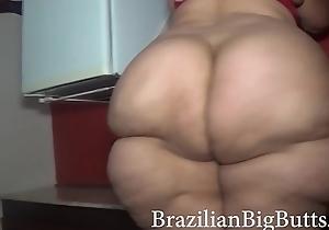 BrazilianBigButts.com SSBBW On foot Naked