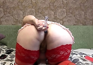 Busty milf with a fat bore on high Skype in front of along to webcam fucks anal and hairy pussy.