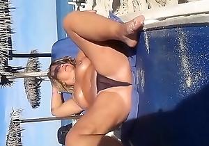 Fiquei com tes&atilde_o e mostrei a pepeca na praia quem vai me comer?