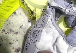 Gozando na calcinha dela 6