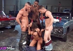 Nasty lalin girl pleasuring 3 horny studhorses back an obstacle garage