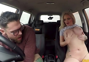 Tattooed driving instructor fucks busty trollop in put emphasize car